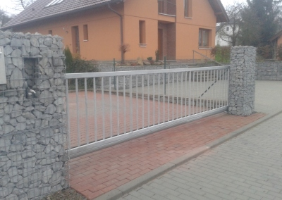 Brána vjezdová samonosná