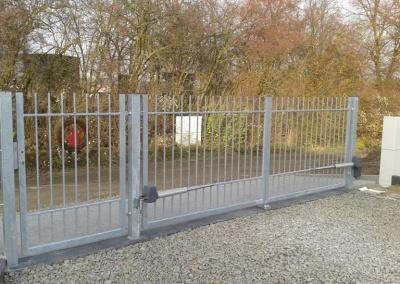 Dvoukřídlá brána s pohony