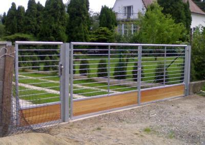 Dvoukřídlá brána_nerez a dřevo