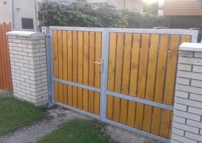 Dvoukřídlá brána_výplň dřevěné latě