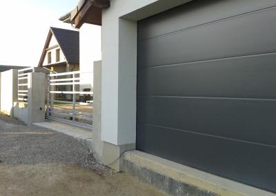 Sekční vrata a vjezdová brána