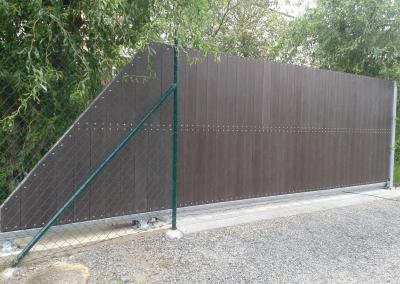 Vjezdová brána s výplní plast