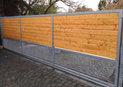 Samonosná brána s kombinovanou výplní